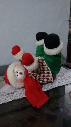 Nieve con patasariba Christmas Candles, Christmas Centerpieces, Christmas Snowman, Christmas Stockings, Christmas Crafts, Christmas Decorations, Holiday Decor, Christmas Colors, Reindeer