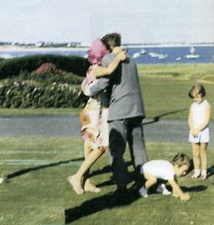 The Kennedy family Les Kennedy, Jaqueline Kennedy, Robert Kennedy, Jacqueline Kennedy Onassis, Kennedy Compound, Familia Kennedy, John Junior, Jfk Jr, John Fitzgerald