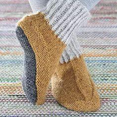 OHJE: Lapikas-tossut Wool Socks, Knitting Socks, Designer Socks, Craft Stores, Handicraft, Mittens, Knit Crochet, Slippers, Sewing