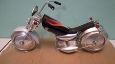 Como fazer Moto Harley de latinhas, com conctor e fita perfurada '' tuto...
