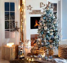Atmosfera rustica e decorazioni nelle sfumature del ghiaccio e della neve per un Natale magico e suggestivo  #Christmas #winter #ice #lantern #candles #reindeer #wood #nordic