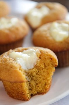 Pumpkin Cheesecake Muffins Fall Desserts, Just Desserts, Delicious Desserts, Dessert Recipes, Yummy Food, Breakfast Recipes, Pumpkin Recipes, Fall Recipes, Sweet Recipes