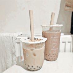 Peach Aesthetic, Aesthetic Coffee, Aesthetic Food, Bebidas Do Starbucks, Starbucks Drinks, Bubble Tea, Yummy Drinks, Yummy Food, Kreative Desserts
