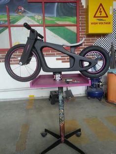 Woodworking For Kids, Woodworking Workshop, Woodworking Projects, Wooden Bicycle, Wood Bike, Wooden Toy Cars, Wood Toys, Metal Work Bench, Diy Go Kart