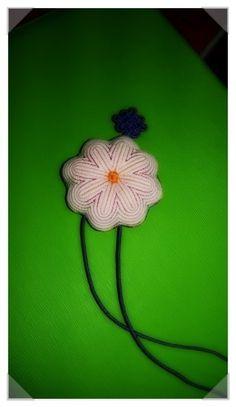 전통색실누비 버선본집(쌈지 이벤트) Traditional Quilts, Korean Traditional, Pin Cushions, Korean Fashion, Needlework, Crochet Necklace, Embroidery, Stitch, Sewing
