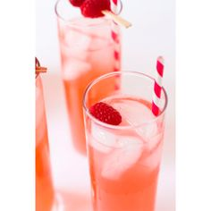 <p>Recept via <a href='http://www.mybakingaddiction.com/raspberry-lemonade/' target='_blank'>My Baking Addiction</a></p>
