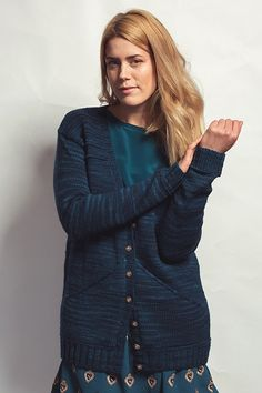 Stay casual and cozy with this knitted cardigan pattern.