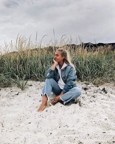 oh @EmilyMohsie you're a cute blondie <3 Fitz & Huxley want to enjoy the sea salt sand next to you | beach summer style for cold days