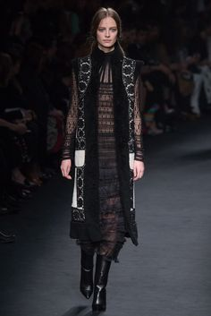 http://www.style.com/slideshows/fashion-shows/fall-2015-ready-to-wear/valentino/collection/52