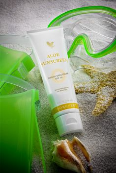 With an SPF of Aloe Sunscreen blocks both UVA and UVB rays, while this silky, smooth lotion made with pure stabilized Aloe Vera Gel, rich moisturizers and humectants, maintains the skin's natural moisture balance. Forever Living Aloe Vera, Forever Aloe, Forever Living Products, Forever Living Business, Protector Solar, Broad Spectrum Sunscreen, Aloe Vera Gel, Natural Skin, Skin Care