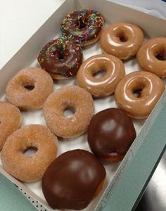 The only donut I like is the Krispy Kreme filled with the Twinkie style cream! Think Food, I Love Food, Good Food, Yummy Food, Boutique Patisserie, Snack Recipes, Dessert Recipes, Dessert Food, Junk Food Snacks