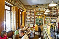 """♥♥The refuge beers: the """"Freguesia of O"""" circulates through two halls halls this property nineteenth century a letter with about 450 labels of drink - in Sao Paulo"""