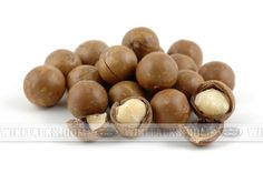 Macadamia – one of the Australian miracles. Macadamia – is not the only name of Australian tree. Local aboriginals, for whom the nut served as one of the main foods, called it mullimbeeby, gyndl-gyndl, boombera and these old names were kept for a long time along with scientific. Only in...
