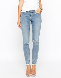 ASOS COLLECTION ASOS Lisbon Midrise Ankle Grazer Jeans In Sepik Light Wash With Ripped Knees And Punctured Hem