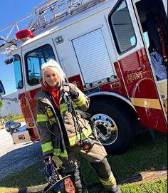 Firefighter Training, Firefighter Emt, Female Firefighter, Firefighter Quotes, Hot Firefighters, Military Special Forces, Female Fighter, Girls Uniforms, Fire Dept