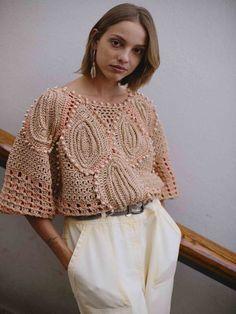 Tejidos a crochet 2021 Form Crochet, Crochet Top, Corporate Fashion, Crochet Blouse, Alberta Ferretti, Winter Collection, Work Wear, Winter Outfits, Fashion Looks