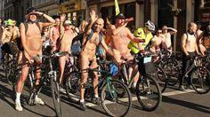 Des cyclistes nus dans les rues de Montréal samedi soir