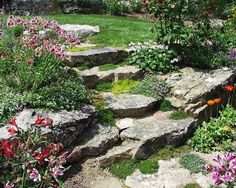 Idea for the corner of the front yard, natural stone stairs with terraces on either side