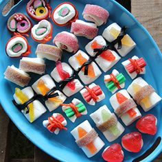 Learn how to make candy sushi! No cooking skill required. Step-by-step tutorial in Swedish and English.