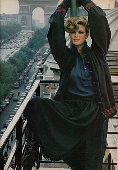Lisa Taylor in Yves Saint Laurent Vogue US, 1977 Photographed by Helmut Newton* 70s Fashion, Fashion History, Fashion Models, Vintage Fashion, Yves Saint Laurent, Lisa Taylor, Vintage Ysl, Vintage Vogue, Helmut Newton