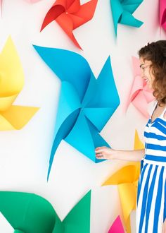 Giant Spinning Pinwheel Backdrop (Oh Happy Day! Diy Party Decorations, Party Themes, Farewell Party Decorations, Party Ideas, Diy Pinwheel, Crafts To Make, Diy Crafts, Welcome Home Parties, Diy Backdrop