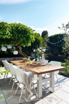 Discover recipes, home ideas, style inspiration and other ideas to try. Garden Design London, Patio Images, Contemporary Garden Design, Courtyard Design, Outdoor Dining, Outdoor Decor, Small Outdoor Spaces, Vegetable Garden Design, Outdoor Settings