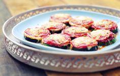 Mini Pizza's van courgette Of Julia's origineel met aubergine. Erg leuk op feestjes, groot succes.
