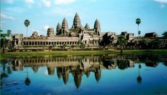 Angkor Wat Temple Siem Reap province is located in northwest Cambodia. It is the major tourist hub in Cambodia, as it is the closest. Angkor Wat, Angkor Vat, Angkor Temple, Hindu Temple, Camping Au Quebec, Laos, Places To Travel, Places To See, Palaces