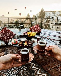 Romantic Breakfast, Breakfast In Bed, Breakfast Around The World, Brunch, The Good Place, Travel Inspiration, Amazing Places, Trips, Wanderlust