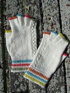 Ravelry: llunallama's Fingerless Gloves