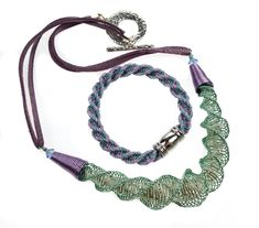 A little Laramie bracelet to go with my Wire Laramie Focal necklace - both tutorials can be found at the link Handcrafted Jewelry, Handmade, Uk Shop, Wire, Tutorials, Personalized Items, Bracelets, Handmade Chain Jewelry, Bangles