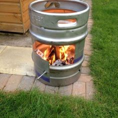 ~~Simply click the link to get more information diy outdoor fire pit ideas. Click the link to learn more. Enjoy the website! Fire Pit Party, Diy Fire Pit, Fire Pit Backyard, Outdoor Fire, Outdoor Decor, Barris, Fire Pots, Fire Pit Ring, Beer Keg