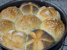 Morgenmuffelchen Brötchen Abends vorbereiten und Morgens nur noch in den Ofen… Morgenmuffelchen Bread roll in the evening and just put it in the oven in the morning Quantity: pieces 10 g fresh yeast … Raw Food Recipes, Bread Recipes, Baking Recipes, Chicken Recipes, Quick Rolls, Kenwood Cooking, Post Workout Food, Vegan Bread, Meatloaf Recipes
