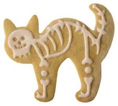 Cat skeleton cookie for Halloween. Decorated cookie and photo by Rebekah Shaw from Love at First Bite Gourmet Bakery in Pennsylvania. Fete Halloween, Halloween Cat, Holidays Halloween, Halloween Treats, Halloween Buffet, Cat Cookies, Cupcake Cookies, Helloween Party, Halloween Cookies Decorated
