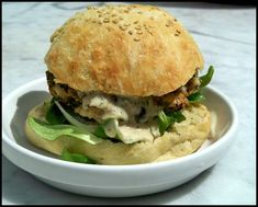 burger_haricots rouges Salmon Burgers, Toast, Veggies, Vegan, Ethnic Recipes, Food, Vegetarian Burger Patties, Mint, Eat