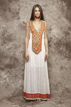 Vestido blanco roto con pechera étnica - 175,00€ : Zaitegui - Moda y ropa de marca para señora en Encartaciones