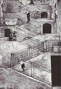 René Burri, Escaliers dans les rues de Leonforte, Sicile, 1956