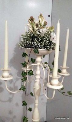 Arreglo floral de candelabro #RamónLuque #Bodas   ramonluque.es