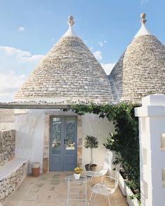 Sleeping in this trullo for the next couple of nights 💫🌿 and this is a whitewashed, boutique kinda heaven. With cactus,…