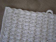 Halager: DIY - Hæklede håndklæder i muslingemønster Wood Crafts, Diy And Crafts, Drops Design, Pot Holders, Blanket, Rugs, Knitting, Crochet, Inspiration