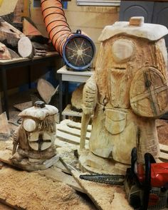 Chainsaw carvings by Raw Edge carving