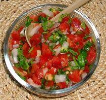"""La salsa fresca """"pico de gallo"""" es muy mexicana no solo por sus ingredientes sino por sus colores, los de la bandera nacional."""
