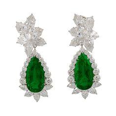 Harry Winston Platinum Diamond Pear Shape Emerald Earrings ❤ liked on Polyvore featuring jewelry, earrings, harry winston, platinum jewellery, emerald diamond earrings, emerald jewellery and earrings jewellery