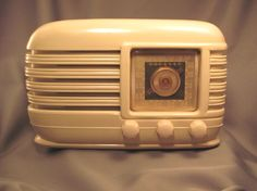 I want a vintage radio!  I HAD a vintage radio back in the days when it was NEW. :-)