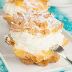 Odkryj najlepszy zbiór przepisów na ciastka. Ptysie z tradycyjnym kremem. Konieczne składniki:śmietana, jajka, masło.