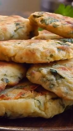 Baked Potato Croquettes Recipe with Cheese and Parsley! This is an Italian recipe and different from the classic potato croquettes, they are known by the … Croquettes Recipe, Potato Croquettes, Breakfast Biscuits, Breakfast Recipes, Fruits Secs Bio, Gourmet Recipes, Cooking Recipes, Calories In Vegetables, Healthy Snacks