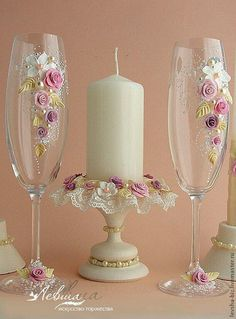 Discover thousands of images about personalized wedding flutes wedding champagne by WeddingArtGallery Decorated Wine Glasses, Painted Wine Glasses, Wine Glass Crafts, Bottle Crafts, Diy Wedding Favors, Wedding Crafts, Wedding Wine Glasses, Gold Diy, Bottle Art