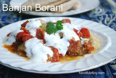 Banjan Borani - Afghanistan ! handfulofjoy.com Vegetarian Italian, Vegan Vegetarian, Cooking Tomatoes, Yogurt Sauce, Pita Bread, Roma Tomatoes, Looks Yummy, Afghanistan, Vegan Gluten Free