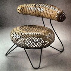 Bamboo basket chair, 1950 ~ It uses Kenmochi's traditional Japanese bamboo basket weaving plans for the seat and back rest, and Noguchi's idea for the base: a looping iron rod. The chair from a collaboration between the Japanese-American sculptor and designer Noguchi Isamu (野口 勇, 1904-1988) and the Japanese industrial designer Kenmochi Isamu (剣持 勇, 1912-1971), famous for his rattan chair design.