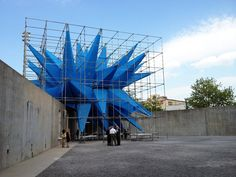 Yesterday afternoon, inside the playground of MoMA PS we met Wendy - HWKN's temporary summer installation for the 2012 Young Architects Program. Moma, Modern Art, Contemporary Art, Temporary Structures, Unusual Buildings, Social Art, Scaffolding, Urban Landscape, Urban Art